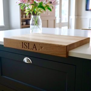 personalised-oak-chopping-board-with-lipped-edge