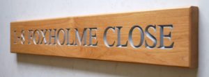 oak-sign-with-painted-lettering-makemesomethingspecial.com