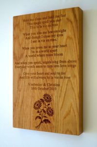 personalised-wooden-plaque-with-daisy-motif-makemesomethingspecial.co.uk