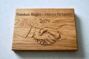 personlised-carved-oak-plaques-makemesomethingspecial.com