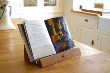 personalised-wooden-cookery-bookstand-makemesomethingspecial.co.uk (1)