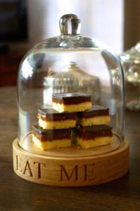mini-wooden-cake-stand-makemesomethingspecial.co.uk