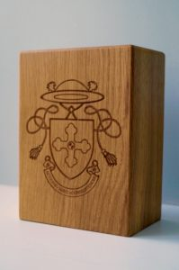 engraved-wooden-leavers-gifts-makemesomethingspecial.com