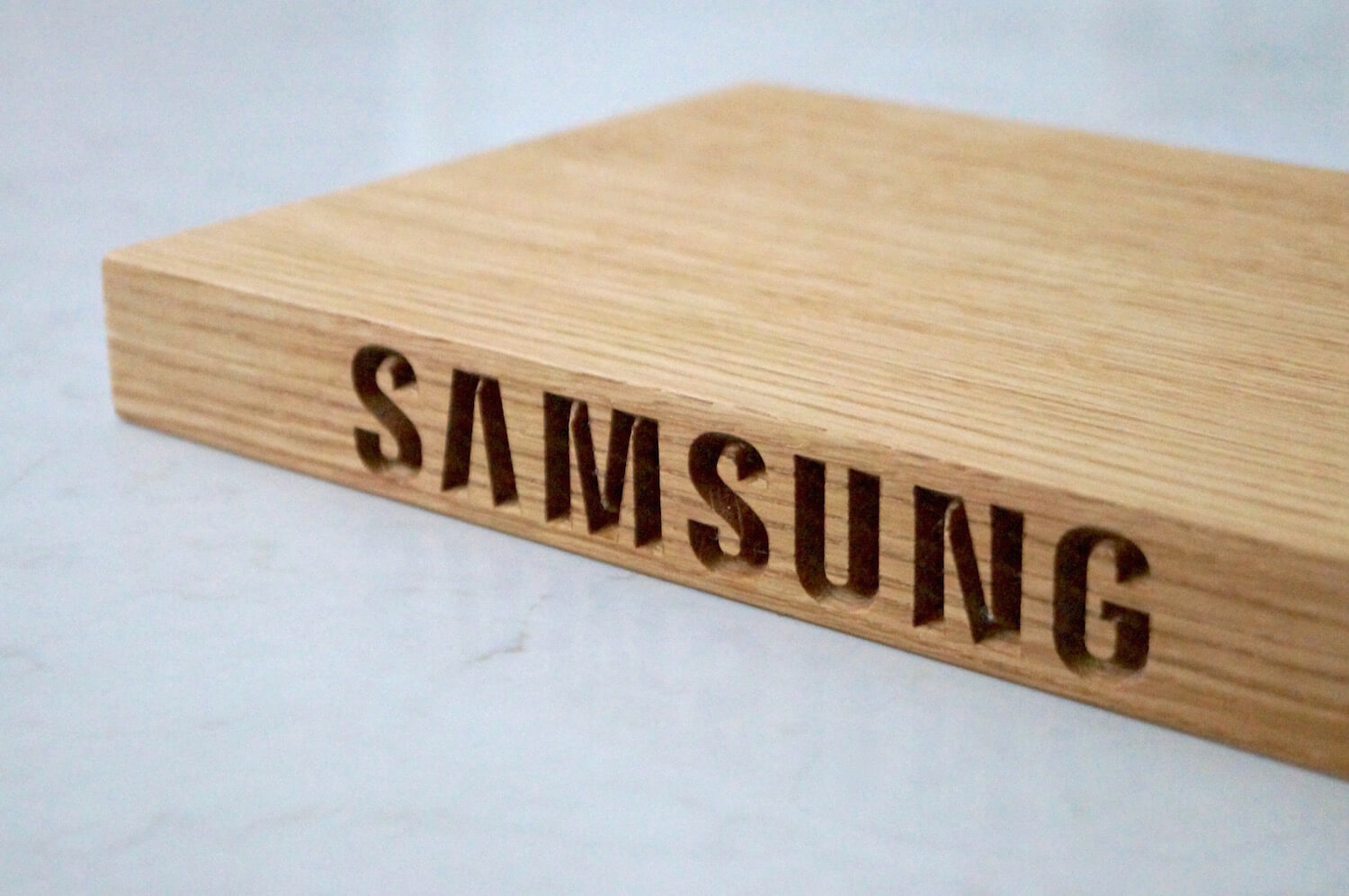 engraved-wooden-chopping-boards-samsung-makemesomethingspecial.com
