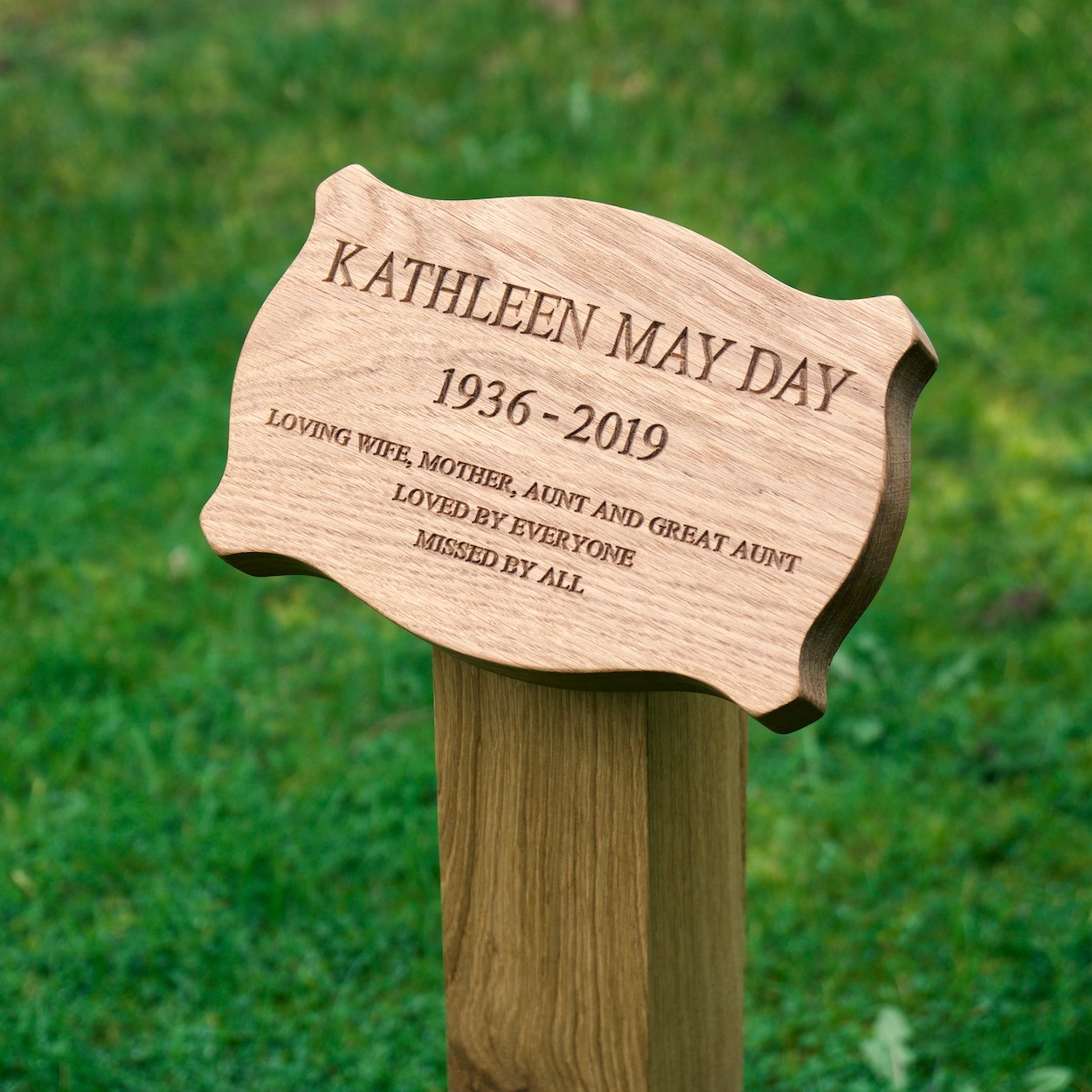 engraved-wooden-memorial-plaque-cushion-shape