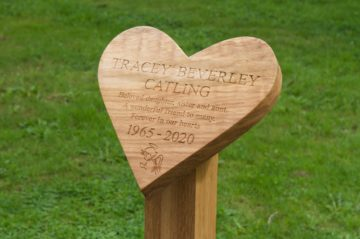 engraved-oak-heart-shape-memorial-marker